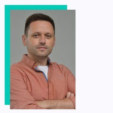 Boban je kao i sloba veliki WordPress ljubitelj, i pored predavanja na temu WordPress-a, on je profesionalni profesor u srednjoj elektro-tehničkoj školi. Predaje u poslednje vreme na kursu Custom teme i pored toga što je njihov ljubitelj od bildera voli Elementor i Oxygen builder.